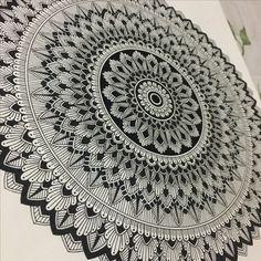 Mandalas design by me Easy Mandala Drawing, Mandala Doodle, Doodle Art Drawing, Cool Art Drawings, Zentangle Drawings, Zentangles, Mandala Art Therapy, Mandala Art Lesson, Mandala Artwork