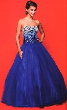 Quinceanera Dresses<BR>Prom Dresses<BR>314<BR>Sweetheart neckline with ombre stones on top and tulle skirt