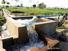 Motor # Rangla PUNAJB India Village Photography, Couple Photography, Mud House, Punjabi Culture, Indian Village, Water Management, India And Pakistan, Indian Paintings, Motors