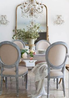 65 Gorgeous French Country Dining Room Decor Ideas - Dining Room Furniture and Designs French Country Dining Room, French Country Kitchens, French Country Cottage, Country Farmhouse Decor, French Country Style, French Country Decorating, French Dining Rooms, French Style Decor, White Dining Rooms