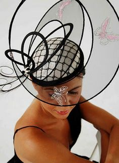 Hats Model in The World: Haute Couture Hats – An Interesting Collection Fascinator Hats, Fascinators, Headpieces, Crazy Hats, Couture Accessories, Fashion Moda, Fashion Hats, Gothic Fashion, Victorian Fashion