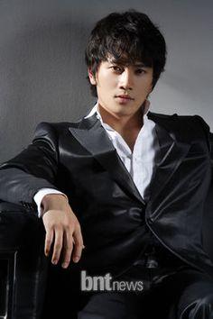 Ji Sung3.jpg