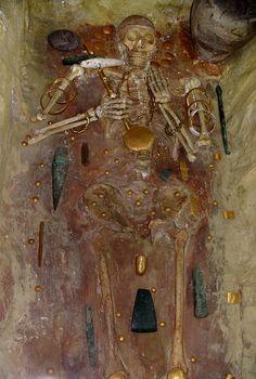 Tombe numéro 43 de la nécropole de Varna en Bulgarie datant du Chalcolithique ancien.  Site où il y a une concentration extraordinaire de richesse dans un petit nombre de tombe montrant une hiérarchisation sociale. Culture Karanovo VI