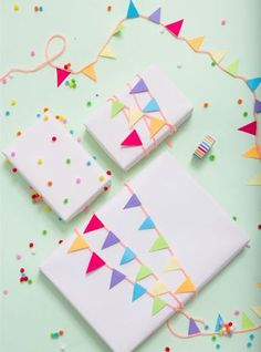Pom Pom and Garland DIY Gift Wrapping - 16 Fun-filled DIY Birthday Gift Wrapping Ideas to Surprise Your Loved Ones Present Wrapping, Creative Gift Wrapping, Creative Gifts, Wrapping Papers, Creative Ideas, Creative Gift Packaging, Birthday Gift Wrapping, Christmas Gift Wrapping, Birthday Gifts