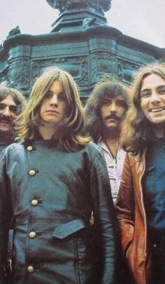 Black Sabbath pictured in Iron Maiden, Ozzy Osbourne Young, Hard Rock, The Beatles, Pink Floyd, Ozzy Osbourne Black Sabbath, Musica Metal, Geezer Butler, Kurt Cobain