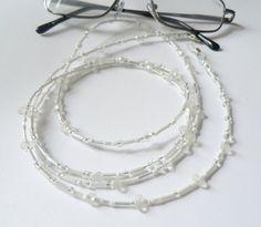 Brillenketten - Hochzeit zarte  Brillenkette  weiß - ein Designerstück von soschoen bei DaWanda