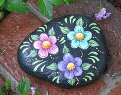 Popular items for rocks and flowers on Etsy Rock Painting Patterns, Rock Painting Ideas Easy, Dot Art Painting, Rock Painting Designs, Pebble Painting, Pebble Art, Stone Painting, Painted Garden Rocks, Hand Painted Rocks