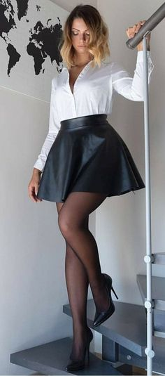 Pantyhose Outfits, Nylons And Pantyhose, Pantyhose Fashion, Fashion Tights, Great Legs, Beautiful Legs, Nice Legs, Perfect Legs, Beautiful Ladies
