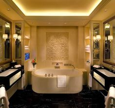 Étonnante salle de bain en marbre