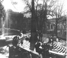 Largo da Memória, com o Obelisco do Piques, em 1922, ano em que o largo foi reformado para as comemorações dos 100 anos da Proclamação da Independência. Na ocasião foi feita uma aquarela com azulejos portugueses pelo artista Wasth Rodrigues.  (18/03/2006 Publicada por Eli de Moraes)