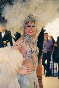 Défilé des Bluebell Girls du Lido chez Marionnaud Champs-Elysée pour la Saint-Valentin !   #DéfiléLido #Bluebell #Cabaret #Event #Job Cabaret, Marilyn Monroe, Lido De Paris, Showgirl Costume, Vegas Style, Job, Showgirls, Belly Dance, Burlesque