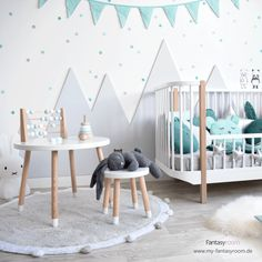 Wandgestaltung im Kinderzimmer: DIY Idee mit Bergen A trend is conquering the world: mountains in the children's room! Baby Room Diy, Baby Boy Rooms, Nursery Themes, Nursery Room, Home Wall Decor, Diy Room Decor, Baby Tub, Fantasy Rooms, Nursery Neutral