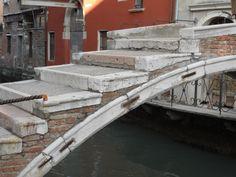 Venezia-ponte senza parapetto