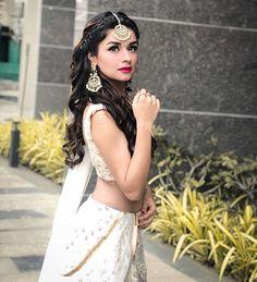 Navratri Look ~ Avneet Kaur Teenage Girl Photography, Fashion Photography Poses, Photography Hacks, Stylish Girls Photos, Stylish Girl Pic, Girl Pictures, Girl Photos, Teen Celebrities, Indian Celebrities