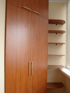 Шкаф на балкон своими руками: как правильно сделать и рассчитать? Marquise, Living Room Furniture, Tall Cabinet Storage, Diy, House, Baby Born, Balconies, Home Decor, Verandas