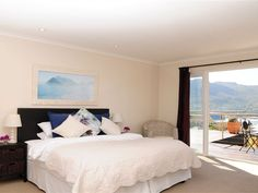 Hout Bay Breeze - An attractive seven bedroom guest house nestled on the slopes of the Karbonkelberg Mountains, overlooking the magnificent bay and harbour of Hout Bay.Hout Bay Breeze is sure to delight all your senses .