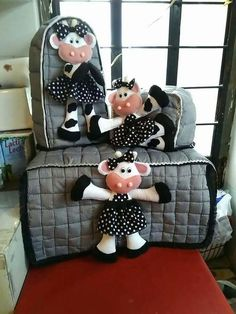 APRENDE A CONFECCIONAR JUEGOS DE COCINA DE TELA CON PATRONES PASO A PASO 🖐🖐 Sewing Projects For Kids, Sewing For Kids, Kitchen Hot Pads, Appliance Covers, Cow Decor, Bathroom Crafts, Farm Fun, Cow Pattern, Craft Organization