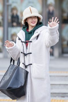 Iu Fashion, Fashion Outfits, Airport Fashion, Seoul, Girl Day, Airport Style, Korean Singer, Cool Girl, Winter Outfits