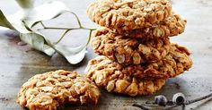 Celebrate Anzac Day with biscuits! We've got plenty of Anzac biscuit recipes, as well as a few ways to use them in tarts or crumbles. You can also find out more about the history of Anzac biscuits. Biscuit Cookies, Biscuit Recipe, Golden Syrup Dumplings, Australian Food, Australian Recipes, Anzac Biscuits, Baking Biscuits, Chocolate Crunch, Biscuits