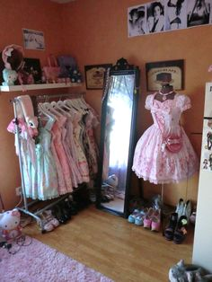 cute set up... something like this would leave my closet free for mori + punk clothes and all my accessories/bags/shit. or I could get a dresser for those and put loli clothes in closet. either way I need a dressform and mirror!