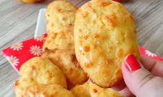 Banoffee, Dairy, Cheese, Cookies, Ethnic Recipes, Food, Furniture, Crack Crackers, Essen
