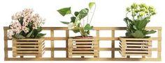 Resultado de imagem para cachepot madeira parede Wood Planters, Outdoor Furniture Sets, Outdoor Decor, Wall Shelves, Shelf, Indoor Plants, Wood Projects, Sandro, Home Decor