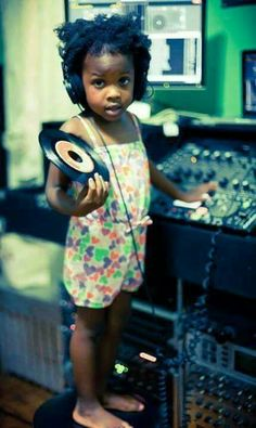Cute little girl with vinyl Lps, Afro, Bless The Child, Vinyl Junkies, Dj Equipment, Record Players, Dj Music, The Dj, Record Collection