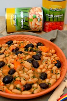 Tocană de fasole cu măsline Romanian Food, Romanian Recipes, Black Eyed Peas, Vegetable Recipes, Cantaloupe, Menu, Vegetarian, Vegetables, Cooking