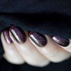 Using the @bundlemonster stamping plates Paisley Flow, #PoliPeel , and #GlassStamper @marinelp91 is always on point with her sleek stamping manicures. #nailswag #nailstamping #stampingplates #nailporn #nails2inspire #masterthestamp #nailedit #bundlemonster #bmc #lotusmat