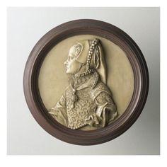 Portrait en buste de MARIE TUDOR (1518-1588) reine d'Anglerre, d'après la médaille de JACOPO DA TREZZO. Musée national de la Renaissance (Ecouen)-