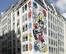 Le collectif de graffeurs Parisiens VLP réalise une fresque au centre Beaubourg