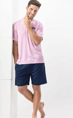 Ref. 7456 - Camiseta Modal com Lycra de gola V e bordado Lyons Mixte com bermuda de linho com bolsos e braguilha. http://www.mixtepijamas.com.br/