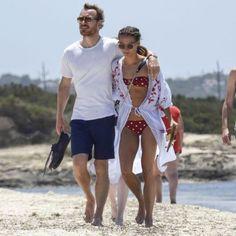 Alicia Vikander y su look de playa de Zara