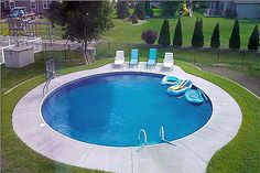 Small round inground pools with decks and wooden furniture Round inground swimming pool designs will transform the old and boring small space into the most Inground Pool Designs, Small Inground Pool, Small Backyard Pools, Small Pools, Pools Inground, Swimming Pool Prices, Swimming Pool Kits, Swimming Pool Designs, Homemade Swimming Pools