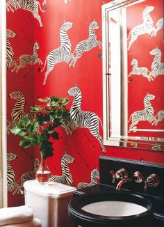 Zebra wallpaper by Scalamandré in this striking powder room by Miles Redd photo by Miguel Flores-Vianna via Elle Decor Zebra Wallpaper, Powder Room Wallpaper, Print Wallpaper, Bathroom Wallpaper, Funky Wallpaper, Chic Wallpaper, Wallpaper Wallpapers, Pattern Wallpaper, Elle Decor