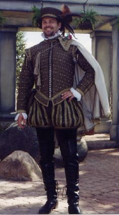 This image displays the trunkhose that were commonly worn with a jacket or doublet in the Renaissance period. Elizabethan Costume, Renaissance Fair Costume, Renaissance Fashion, Renaissance Clothing, Elizabethan Clothing, Tudor Costumes, Period Costumes, Historical Costume, Historical Clothing