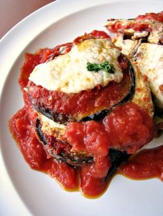 Homemade Eggplant Parmesan topped with a quick and easy sauce, fresh mozzarella, and Parmigiano-Reggiano cheese makes a great #SundaySupper!