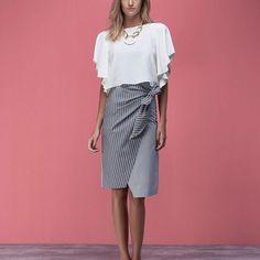 Blusa off white com saia amarração mix listras!!! Look elegante e confortável do nosso #preview! #coleçãoconnection #agorasomosBianza #AW17