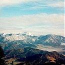 Skoro všetky slovenské pohoria ponúkajú okrem klasických hrebeňových trás a hrebeňových vrcholov aj vrchy, ktoré sú istým spôsobom špecifické, ktoré akoby boli do koloritu prostredia doplnené dodatočne. Osobne medzi takéto vrchy radím napríklad v Chočských vrchoch samotný Veľký Choč, v Malej Fatre Rozsutec a v Nízkych Tatrách je to pre mňa Salatín.
