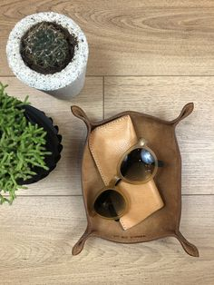 A perfect desk organizer or a pocket emptier for the entryway Office Accessories, Leather Accessories, Italian Leather, Real Leather, Cigar Cases, Vegetable Tanned Leather, Empty, Sunglasses Case, Grains