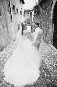 Today's realwedding takesplace in a magical wedding venue and utterly dreamy location. Imagine getting married in an Italian castle on Lake Garda surrounded by beautiful mountains and overlooking a pretty port! This lovely couple did exactly that, planning their dream destination wedding in a place they had never even been too! So enamored with the […]