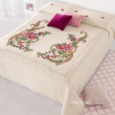 kit convenienza aida di lana, occorrente e schema per fare il copriletto a punto croce con fiori