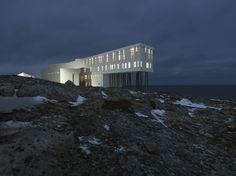 Saunders Architecture created a one more creative project of hotel, named 'Fogo Island Inn' . This Hotel is located on the island Fogo in Canada. 'Fogo Island Inn' offers 29 rooms and a living room area of outstanding natural beauty. Newfoundland Canada, Newfoundland And Labrador, Hotel Design Architecture, Modern Architecture, Vernacular Architecture, Architecture Photo, Fogo Island Hotel, Canada Destinations, Hotel S