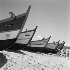 30 Interesting Black and White Photographs That Capture the Fishing Life in Portugal from the ~ vintage everyday Portugal, Fishing Life, Papa Francisco, Ocean Beach, Countries Of The World, Lisbon, Portuguese, Sailing, Past