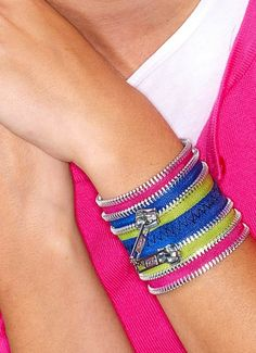 Make a fun Zip Bracelet for back to school. FREE TUTORIAL right here! | shop supplies @joannstores