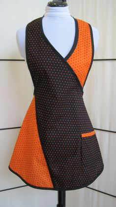 Halloween Inspired Black and Orange Polka Dot Full Apron - Petite size - Autumn Theme Apron Bib Apron, Apron Dress, Japanese Apron, Japanese Style, Aprons For Sale, Apron Designs, Cute Aprons, Sewing Aprons, Aprons Vintage