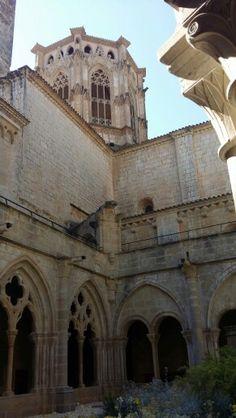 Claustro del monasterio de Poblet España .
