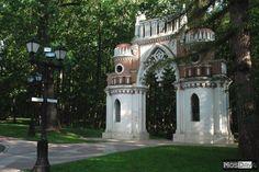 Porte des Figures - Tsaritsyno - Construit entre 1777 et 1779 par Vassily Bajenov.