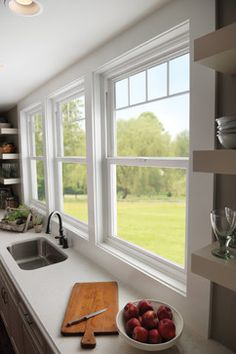 Rather than one big window, several smaller windows give a distinct effect. These white windows with valance grids decorate the windows without needing window treatments. Layout Design, Diy Design, Design Ideas, Single Hung Windows, Small Windows, Front Windows, Style At Home, Big Kitchen, Kitchen Tile