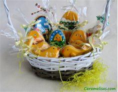 Para Violeta #caramelisas #cookies #galletasdecoradas #sweet #followme #decoratedcookies #cookieart #royalicing #glasareal #easter #pascua #huevosdepascua #eastereggs #cestasdepascua
